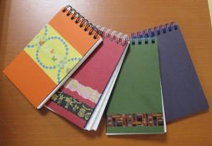マスキングテープを使ってオリジナリティあふれるノートを作ることができます。