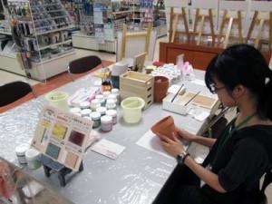 DIY塗料「ミルクペイント」と布えのぐ「ファブリックペイント」を使ったワークショップ