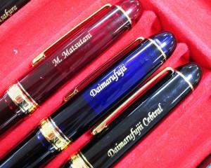 世界にひとつだけの名入れ筆記具は、贈り物に最適です!