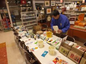 ホルベイン工業の担当者が新商品の紹介とともに、絵具に関する幅広い質問にお答えします!