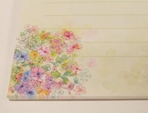 光沢のある色鮮やかなお花柄で春らしさを感じられます!