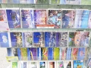 店頭には様々な北海道の風景のポストカードがございます