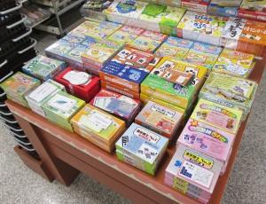 大人から子どもまで楽しめるかるた、カードゲームを種類豊富に扱っています!