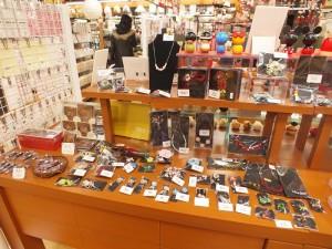 アクセサリーや雑貨など、海外へのお土産にピッタリの商品を多数取り揃えております。