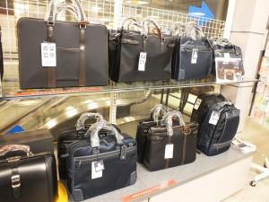 ビジネスシーンで活躍すること間違いなしのバッグが揃っています。