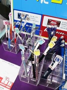 コーナーでは、径芯の異なったシャープペンがございます