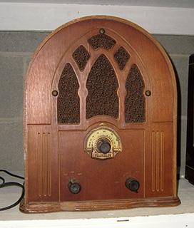 Arch Top Radio