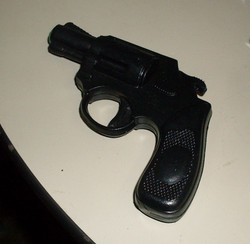 Pistol snub nosed water gun
