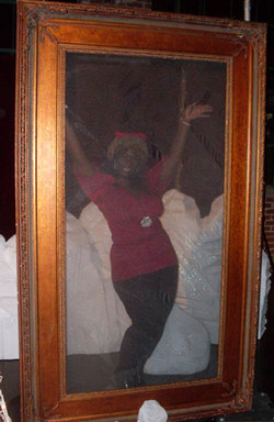 Giant Pic Frame strike a pose B_md