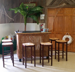 Tiki Short Bar with 6 Tiki Barstool