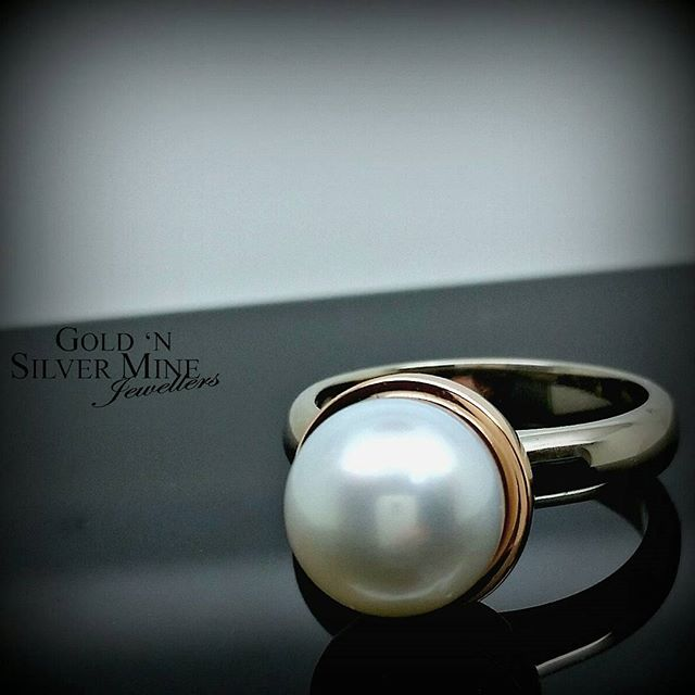 A stunning Broome South Sea Pearl takes centre stage on this 18ct Rose & White Gold ring..