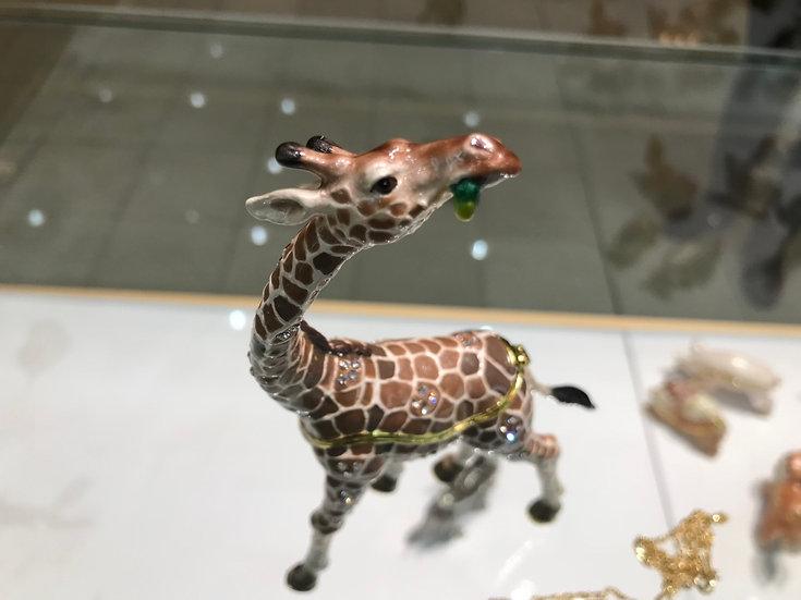 Swanky Giraffe