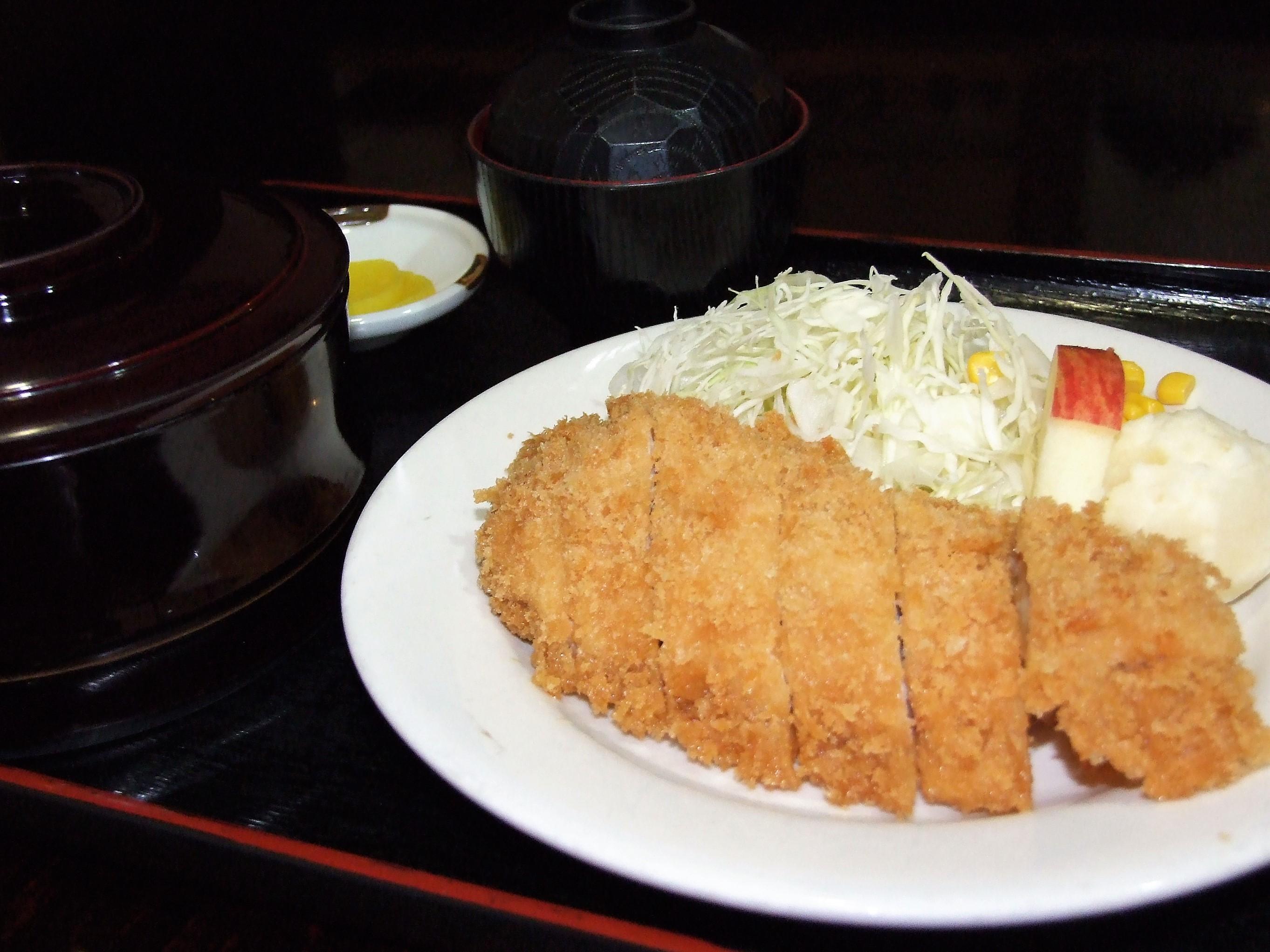 鶏カツ定食 750円