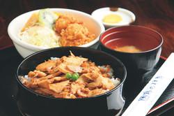 鶏めし定食 800円