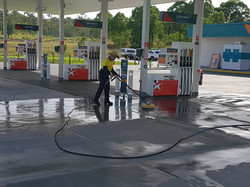 service-station-pressure-cleaning
