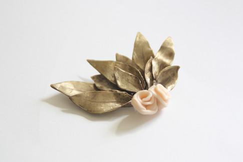 Horquilla de hojas y rosas