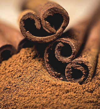 Cinnamon sticks with cinnamon powder on