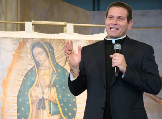A presença da Virgem Maria nos cura - Padre Alexandre Paciolli