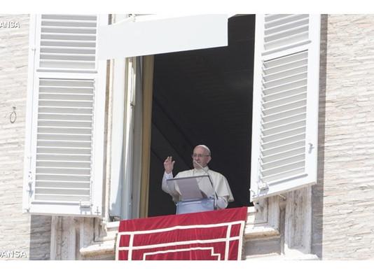 Papa: é inaceitável que as pessoas paguem o preço do conflito na Síria