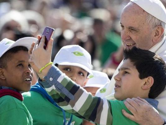 Papa: Quando rezamos o Pai Nosso rezamos ao Pai que nos ama