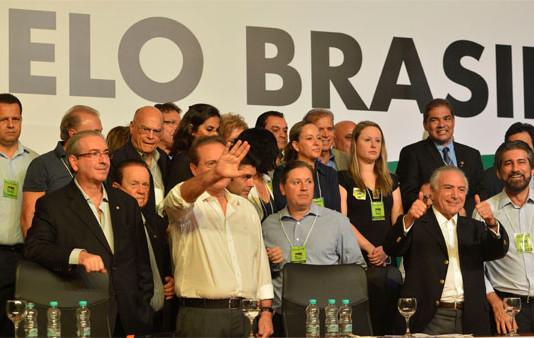 Por aclamação, PMDB decide deixar a base do governo Dilma