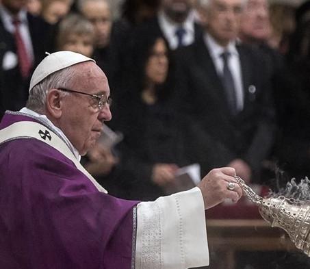 Papa: Quaresma, tempo para podar a falsidade, mundanidade e indiferença