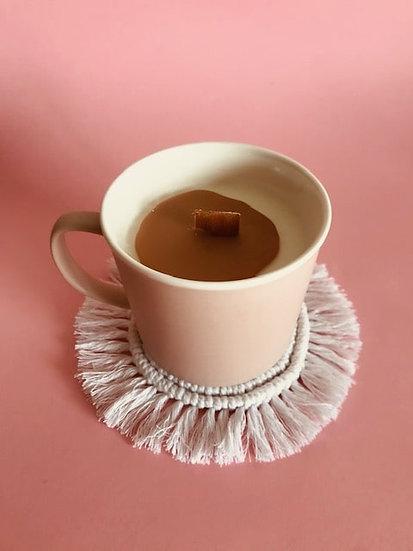 Bougie Tasse Fleur de cerisier coulis café latte et son dessous en Macramé