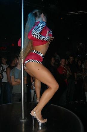 Poledance show stripster Sandra.jpg