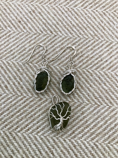 Green Seaglass Pendant and Earring Set