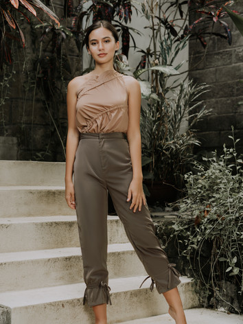 Creme Oblique Top & Camo Tapered Pants