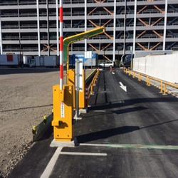 商業施設臨時駐車場 (2)