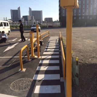 商業施設臨時駐車場 (3)