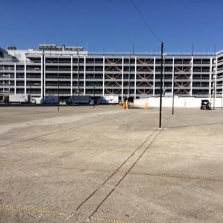 商業施設臨時駐車場 (4)