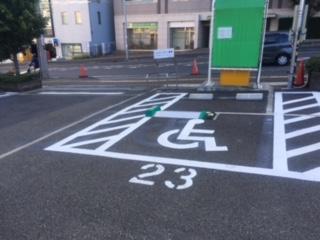 ス-パ-マ-ケットの駐車場2