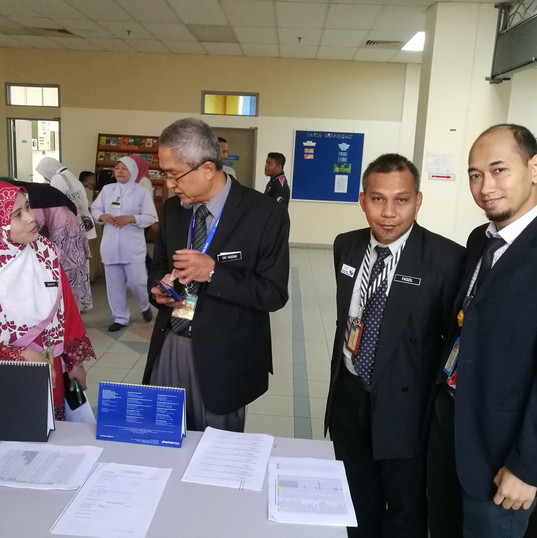 Biro Promosi & Publisiti Kelab Sukan bersama mantan Pengerusi Kelab Sukan HSR