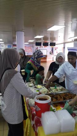 Booth Jualan Makanan Di Lobi HSR
