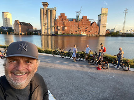 Michael Poliza eBike Tour in Hamburg mit Riese & Müller e-Bikes