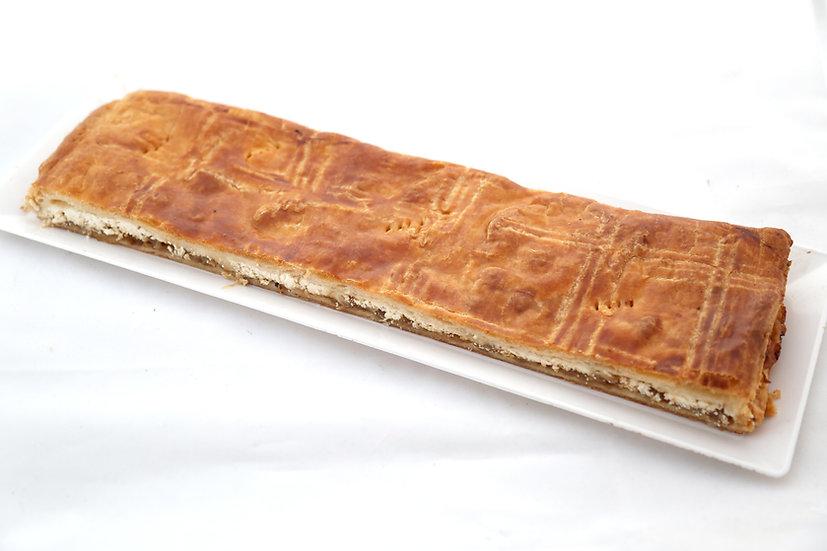 Empanada de queso de cabra con cebolla confitada