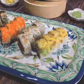 MAKI ESPECIAL, 4 rollos de sushi, atomic roll, fhiladelphia roll, califormia roll, tempura roll.