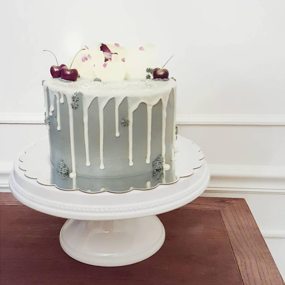 snow white drip cake