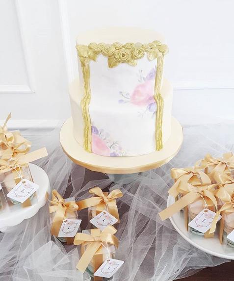 Fondant Cake with Gold Border