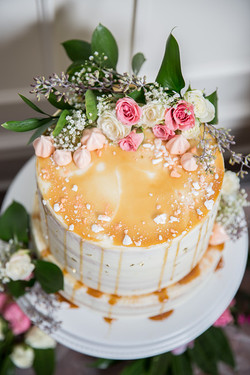 Cake with Meringues