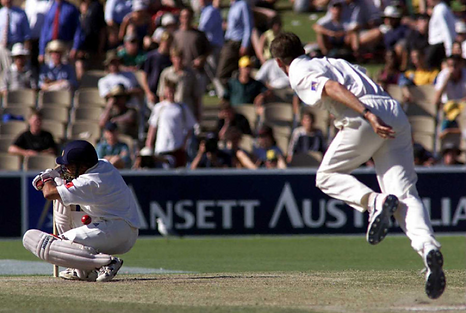 IMAGE 2- Sachin Shoulder Before Wicket.p