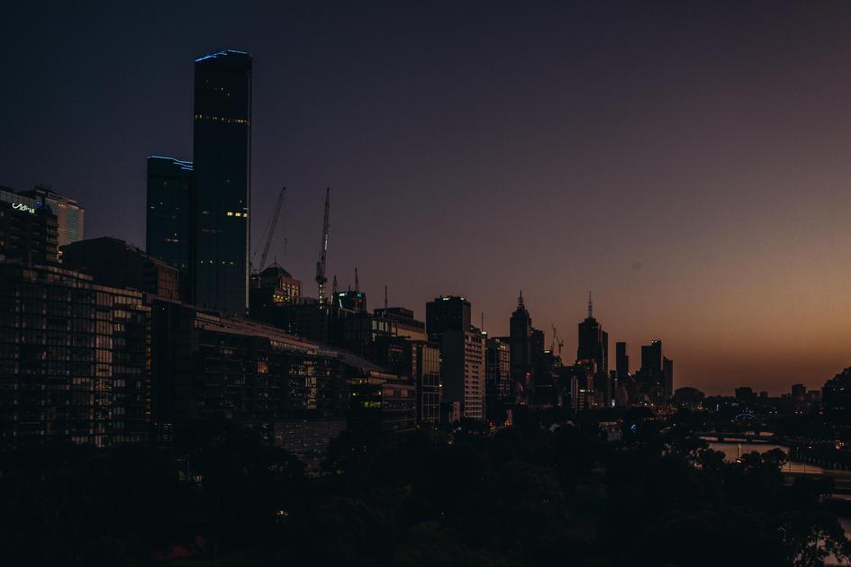 Morning light hits the building - Lecia Q