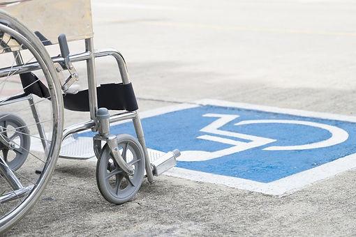 fauteuil-roulant-handicap-parking-statio