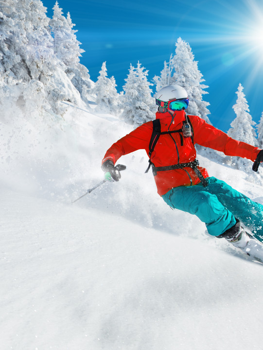 Skier-skiing-downhill-in-high-mountains-