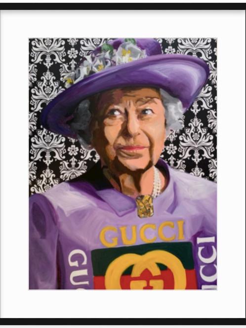 Queen E in Gucci