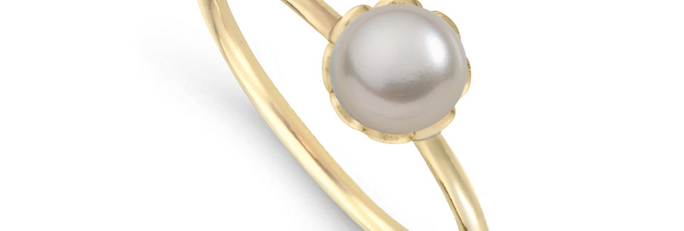 Plettenberg_ring_ISABELLA_yellowgold_sideview_white_pearl