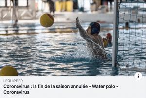 water polo joueur dans l'eau