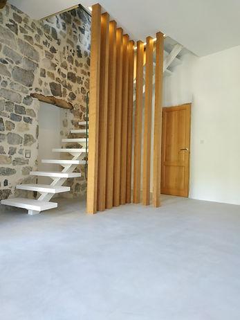 Artisan béton ciré à Montpellier - Hérault (34), nous sommes spécialiste des techniques et d'application des enduits décoratifs en béton ciré et de peinture à la chaux.